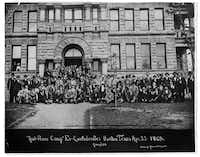 "<p><span style=""font-size: 1em; background-color: transparent;""><p>This 1902 photo shows a large group of ""ex-Confederates"" from the Sul Ross Camp in front of the Denton County Courthouse on the Square. (Denton Public Library/<span style=""font-size: 1em; background-color: transparent;"">The Portal to Texas History, UNT Libraries)</span></p></span></p>"